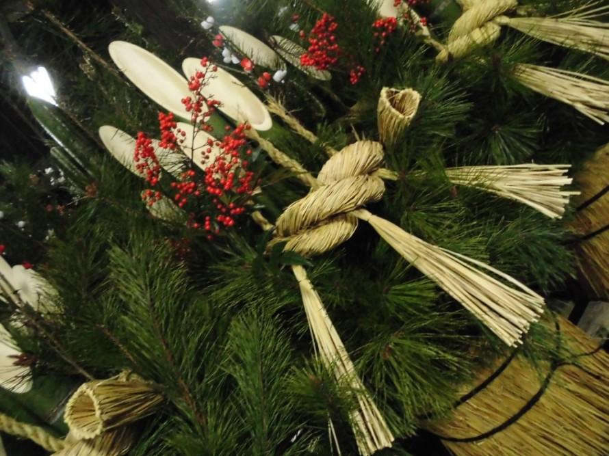 お正月に飾る松飾の門松入荷してきました、松や竹やナンテンを主力としています、飯田市・喬木村・豊丘村・高森町・阿智村・下伊那郡でしたら配達いたします・飯田市お庭のことならなんでもご相談ください